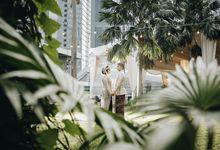 Semi Outdoor Wedding by Financial Hall by IKK Wedding