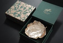 Gold leaf plate by Red Ribbon Gift