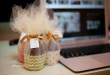 Souvenir Kaoskaki Cupcake by Happy Wedding