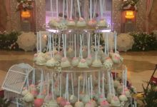 Wedding Cake Pops by Pansy Cakery