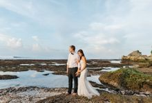 Suluban Beach Pre-Wedding by Peter Herman Photography