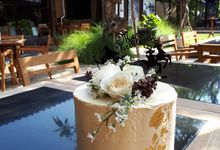 Cake With Gold Leaf by Sugaria cake