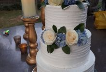 Simple Cake In Blue by Sugaria cake