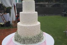 Simple Wist BabyBreath Flower by Sugaria cake