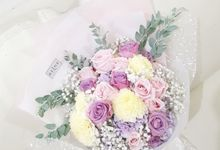 Soft Colour Wrapping Bouquet by Reine De Fleur