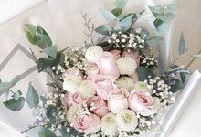 Soft Colour Wrapping Bouquet by Reine De Fleur