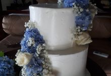 Simply Wedding Cake Ini White And Blue by Sugaria cake