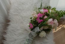 Korean Style Arm Bouquet by FMD - Floral & Décor