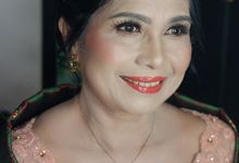 Mom's Makeup and Hairdo For Martumpang Ceremony by Nike Makeup & Hairdo