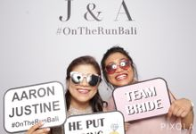 Justine & Aaron by PIXOLA Photo Booth