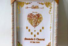 Mahar Frame White Gold dengan Grafir inisial nama ukir emas by Saqeena Souvenir & Hampers