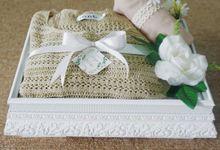 Box Seserahan atau hantaran Acrylic nuansa All White by Saqeena Souvenir & Hampers