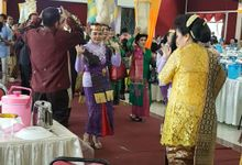 Hula Hula From Wedding Helmy by Sisi Wedding Consultant