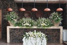 Decoration At Bunga Rampai Resto by nanami florist