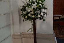 Decoration At Santa Maria Juanda Chapel by nanami florist