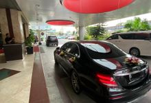 Paket Wedding Mercedes Benz E3oo by OkeDeal.Car / Specialist Wedding & Daily Rent Car