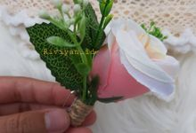 Boutonniere rustik for groomsman warna blewah by Riviyan_id