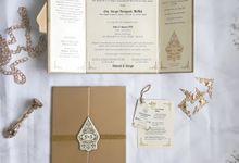 Delonix & Surya Javanese Plasma Gold Hardcover Invitation at Mesra Hotel Samarinda by Classy Wedding