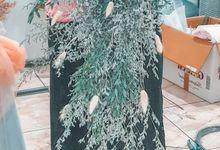 Cascading Simple Dried Flowers by Odoroki Florist