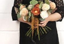Amber Heart Hand Bouquet by Kadi Atelier