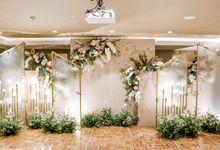 Joe & Lanny Intimate Wedding Decor by Enbloomen