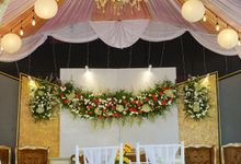 Gold Decoration Package by Zanita Decoration