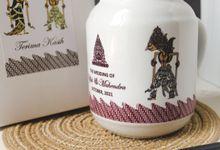 The Wedding Of Ulfa & Mahendra by Mug-App Wedding Souvenir