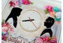 CLOCK FLOWER FRAME - JAMBUL & METTA by Garden Scrapframe