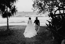 An intimate wedding at Amankila Bali by AVAVI BALI WEDDINGS