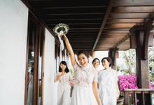 An intimate wedding at the edge of the cliffs of Uluwatu by Portray