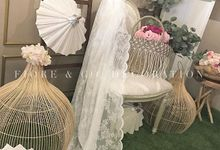 BEAUTIFUL TRADITIONAL SETTING WITH LACE PHOTO CORNER by FIORE & Co. Decoration