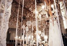 Multitude of white covers a multitude of sins by Tea Rose Wedding Designer