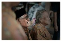 Family Gathering by Hangout Photography