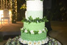 Green & White Wedding Cake & Cupcakes by Diana's Kitchen