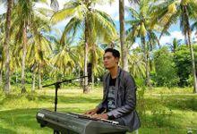 Keyboard and singer by Sera utama entertain