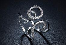 TIARIA Diamond Curly Gold Ring Perhiasan Cincin Emas Berlian by TIARIA