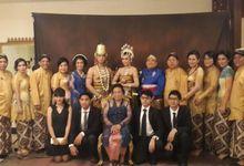 The Wedding Of Adhi & Dewi by Amanda Renassa Wedding Organizer