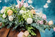 Bali Pool Cliff Wedding Decoration by Bali Izatta Wedding Planner & Wedding Florist Decorator