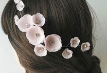 Flower Hair Comb by Yoanamarrie | Headpiece & More