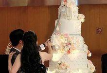 Devin & Devina Wedding Cake by Liebelux Cake