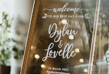 Parkroyal Pickering Reception Styling with Gold, Pastels and a larger than life Mirror Signage by Lily & Co.
