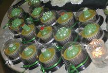 Green & White Wedding Cake & Cupcakes by Diana's Kitchen