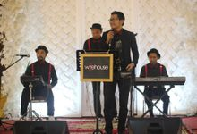 Mini Acoustic by Warehouse Music Entertainment