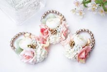 Handcorsage by tukki wedding stuff