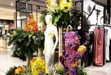 Central Flower Extravaganza  by Yulika Florist & Decor