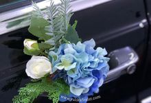 Wedding flowers for classic car  by Yulika Florist & Decor