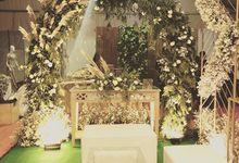 Petunia booth  by Petunia Decor