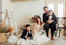 Family Portrait by Cang Ai Wedding