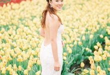 Romantic Flower Fields Pre-Wedding Shoot by Rox and San Photography