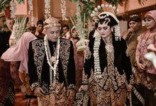 Aris & Dewi Wedding Reception Photoshoot by Story Photography